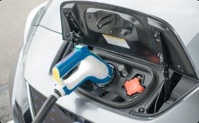 電気自動車充電器取付を承っています!